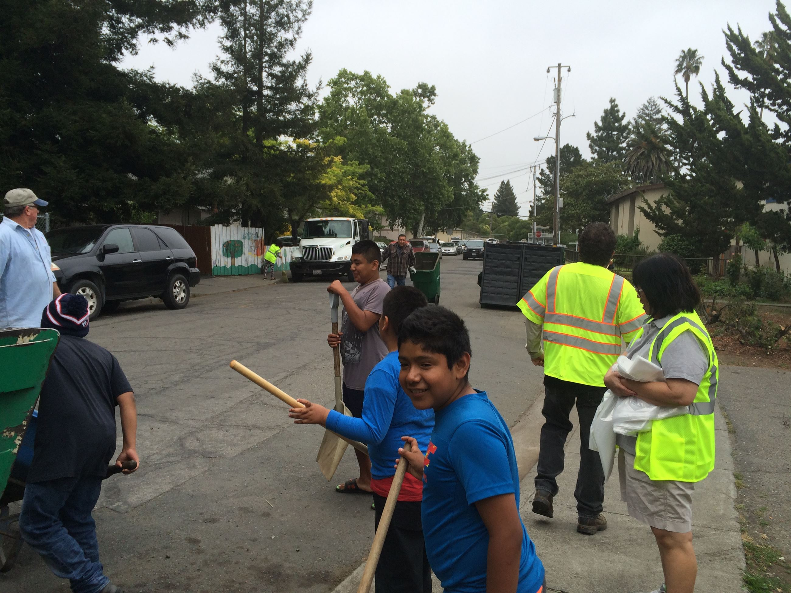 Volunteers Cleaning Up Streets2