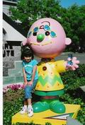 Young girl by a Charlie Brown statue